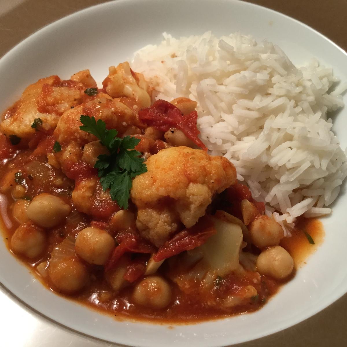 Curry mit Blumenkohl und Kichererbsen