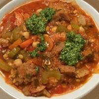 Suppe mit Kichererbsen, Tomaten und Brot