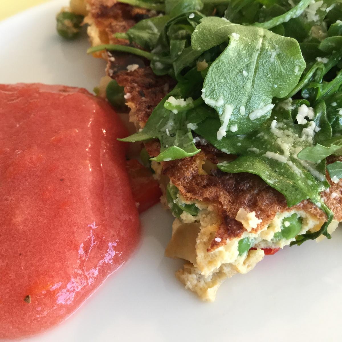 Gemüseomelett mit Tomatensalsa